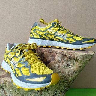 Sepatu lari columbia