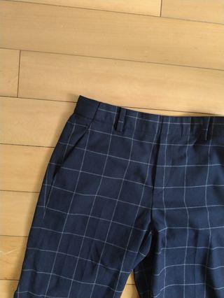 原價990,Uniqlo近全新直筒格子褲