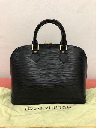 preloved - louis vuitton alma BB black epi leather (handbag) 23x30cm comes with dustbag.