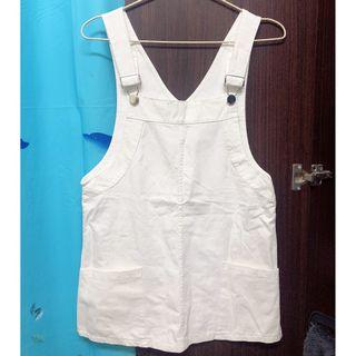 白色雙口袋吊帶裙
