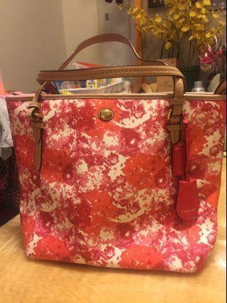 👩🏻媽媽的二手包系列coach-稀見滿版粉粉大托特包