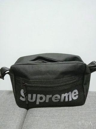 Supreme 酷黑網格肩背包
