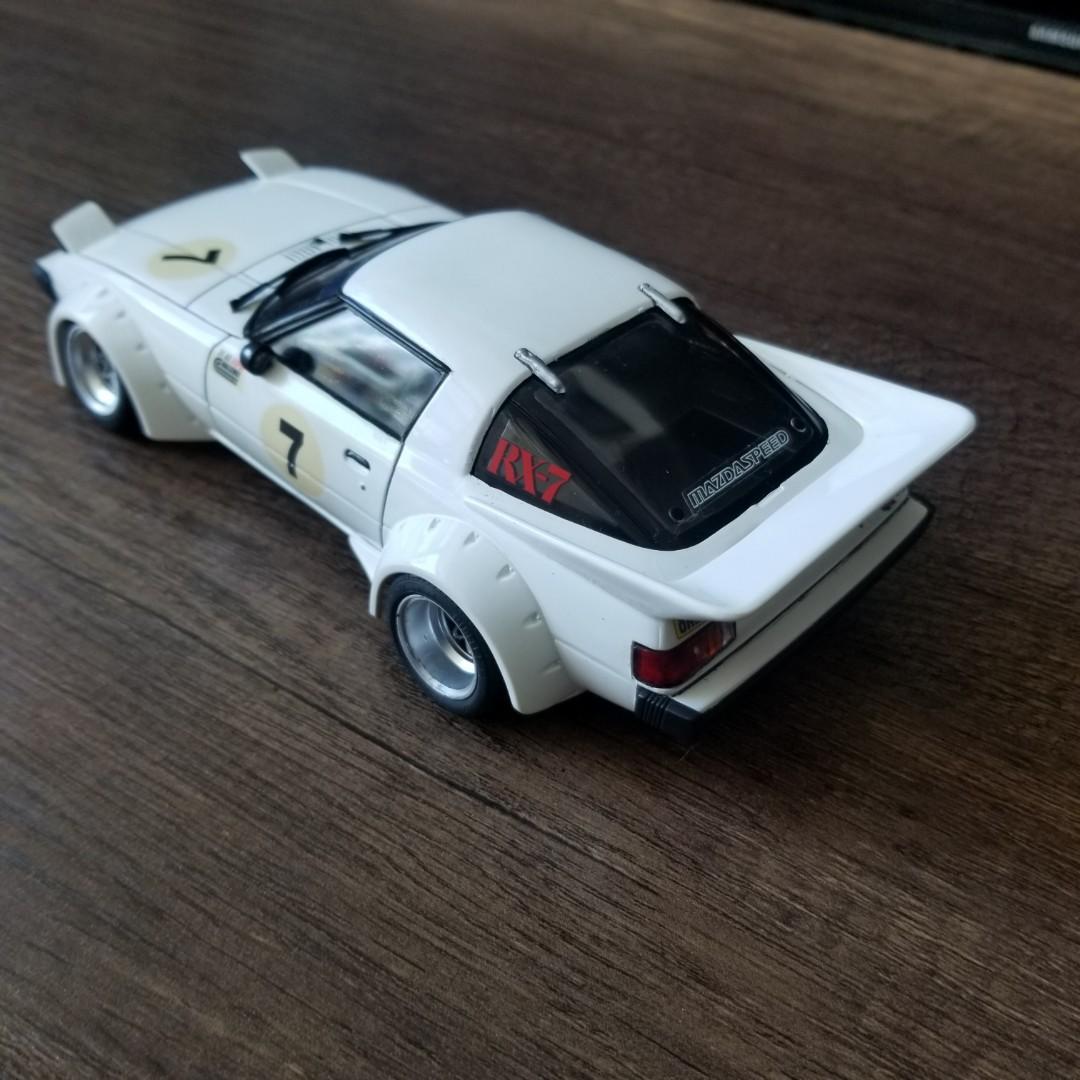 9月大酬賓( 拋低模型車) 日產RX7  1:24