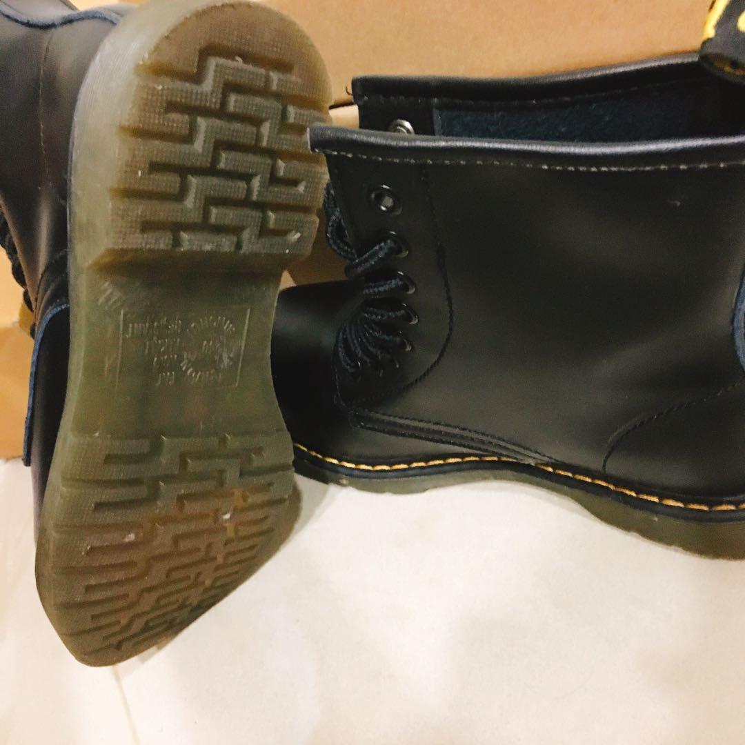 黑色中筒馬丁靴