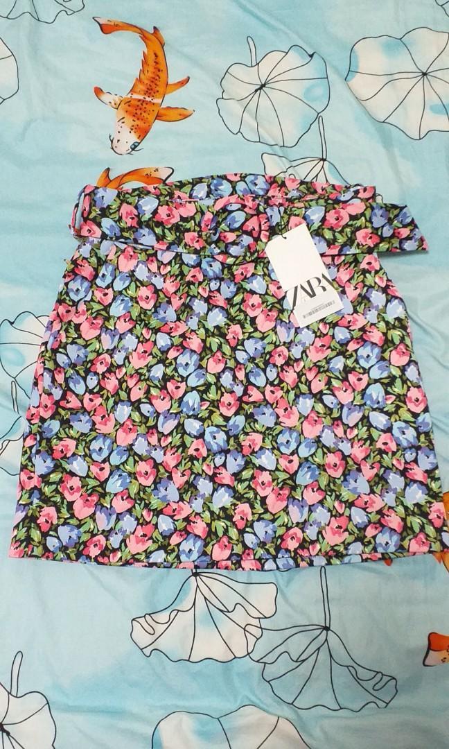 BNWT Zara Floral Skirt with belt