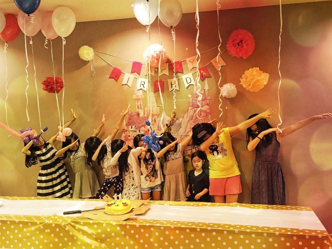 Kids Magician, Balloons Sculpting, Games, Glitter Tattoo!