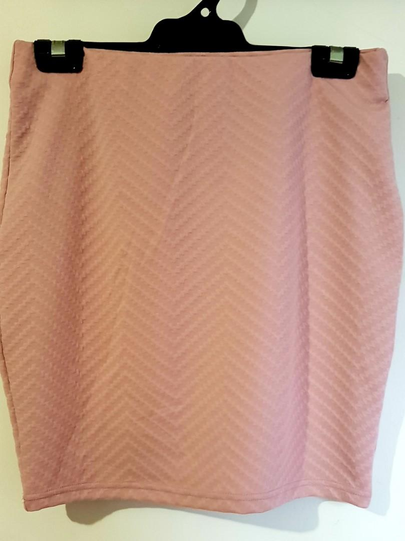 New, size 10, dusty pink skirt