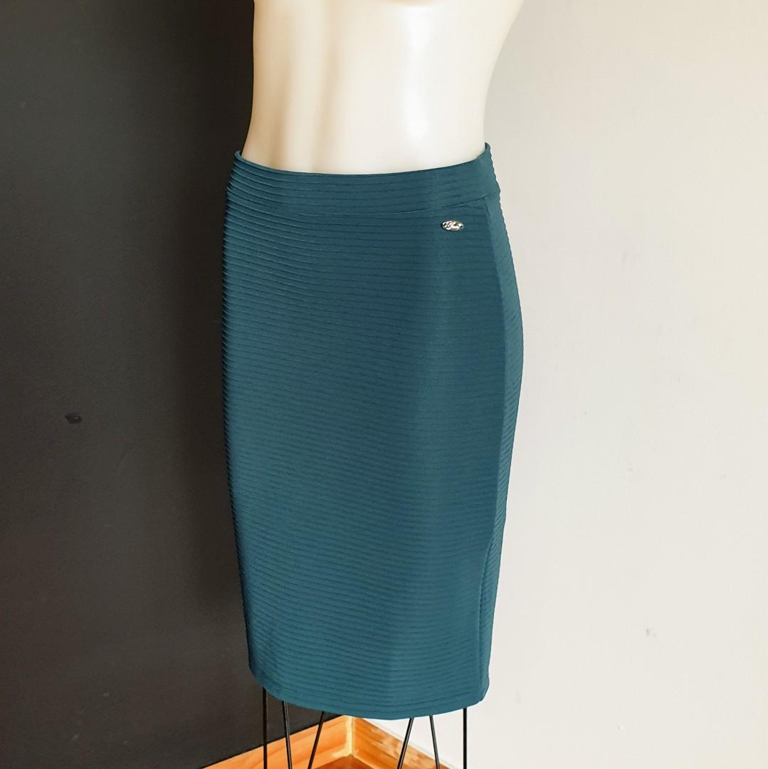 Women's size S 'GUESS' Stunning forest green ribbed midi skirt - AS NEW