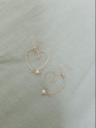 不對稱金屬細框愛心耳環