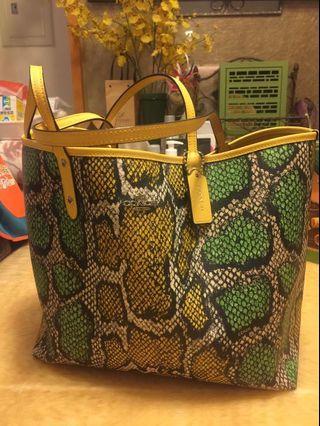 👩🏻媽媽的二手包系列coach-兩用蛇紋大大的罕見黃托特包
