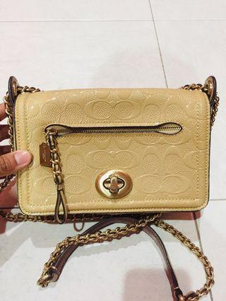 Authentic Coach Slingbag/Handbag