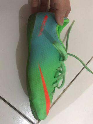 Nike green shoes for kids