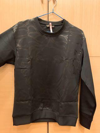 Versace正品M號9成新-原價快兩萬-已送洗留有送洗標