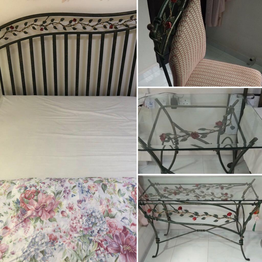 5-pc Roses-themed bed set - very unique in Singapore