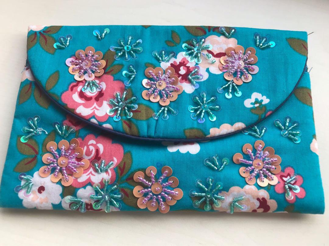Hand embroidery Chinese design wallet