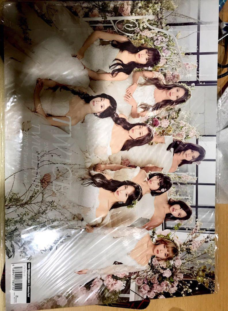 [WTS] TWICELAND KR/JP PHOTOBOOKS & CANDY POP COMICBOOK