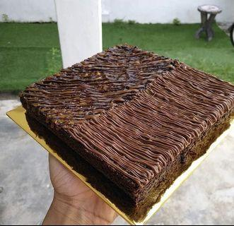 Brownies/butter cake/cookies