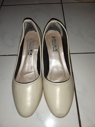 Sepatu Kerja Wanita Cream