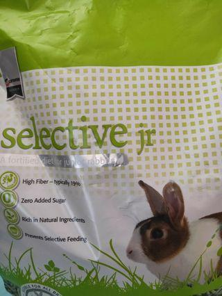 Selective junior pellets 1.5kg left ziplock sealed
