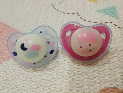 *only pink left*NUK Glow In The Dark SilIcone 0-6 Months Soother with Cover - 2 pcs/card