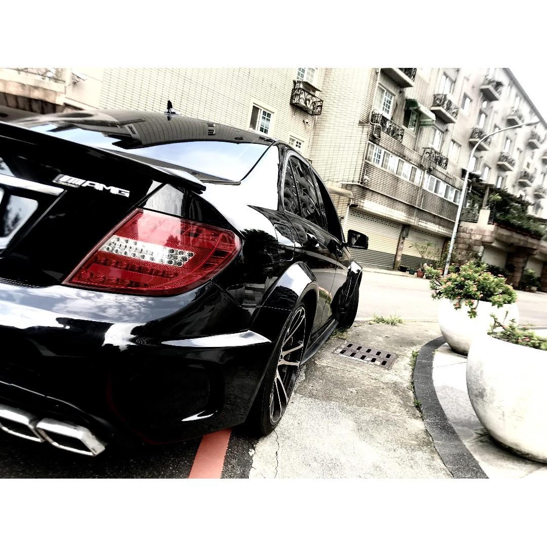 2010 Benz C300   ✨改C63爆龜樣式✨    四出   卡蹦改到緊繃👏
