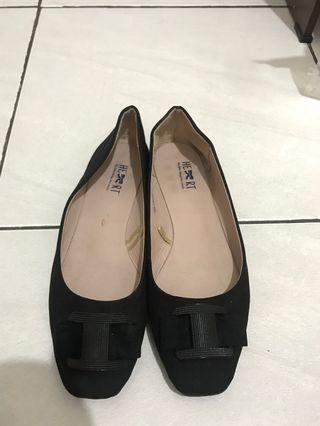 Flat Shoes The little things she need