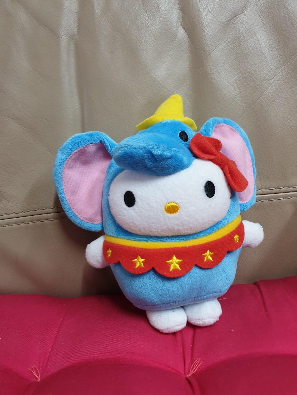 Boneka hello kitty dumbo