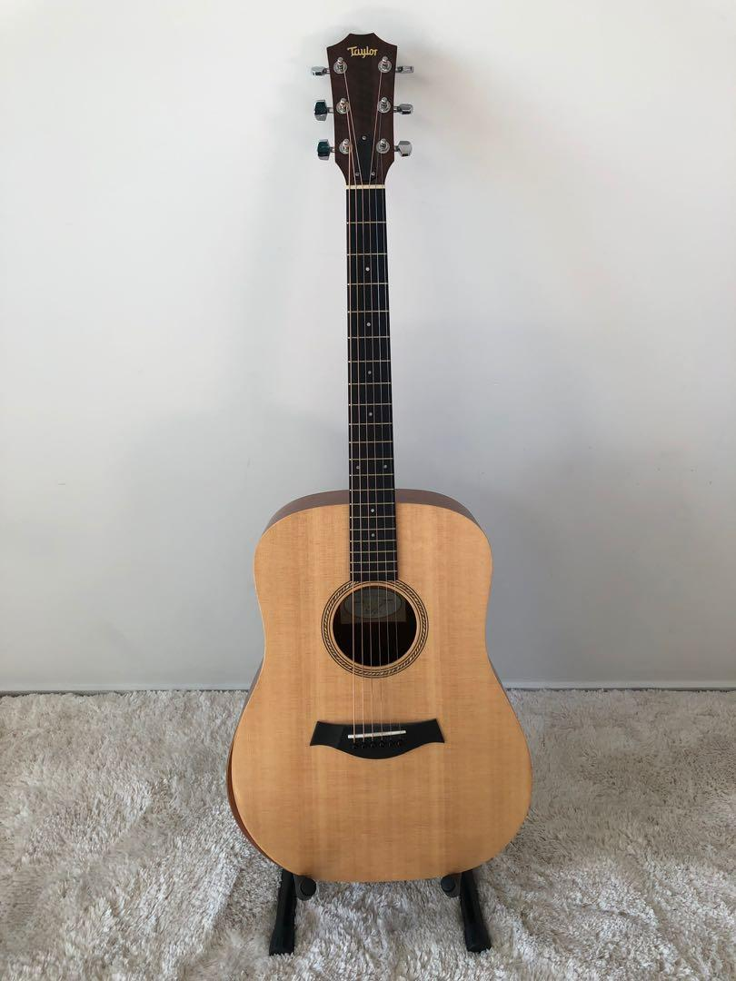 Taylor Guitar + case + stand