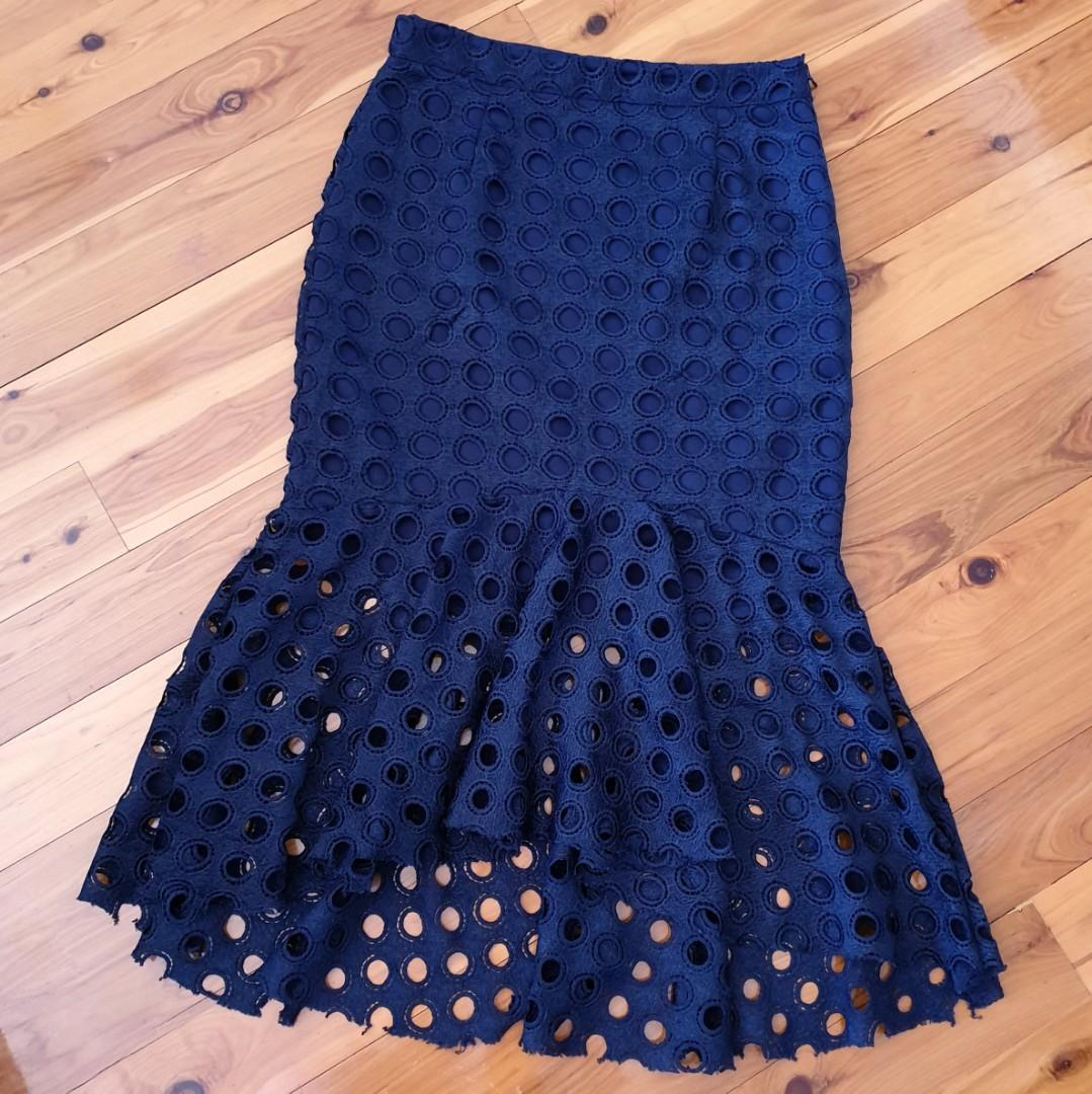 Women's size 10 'AVA' Stunning navy fit and flare midi crotchet skirt- AS NEW