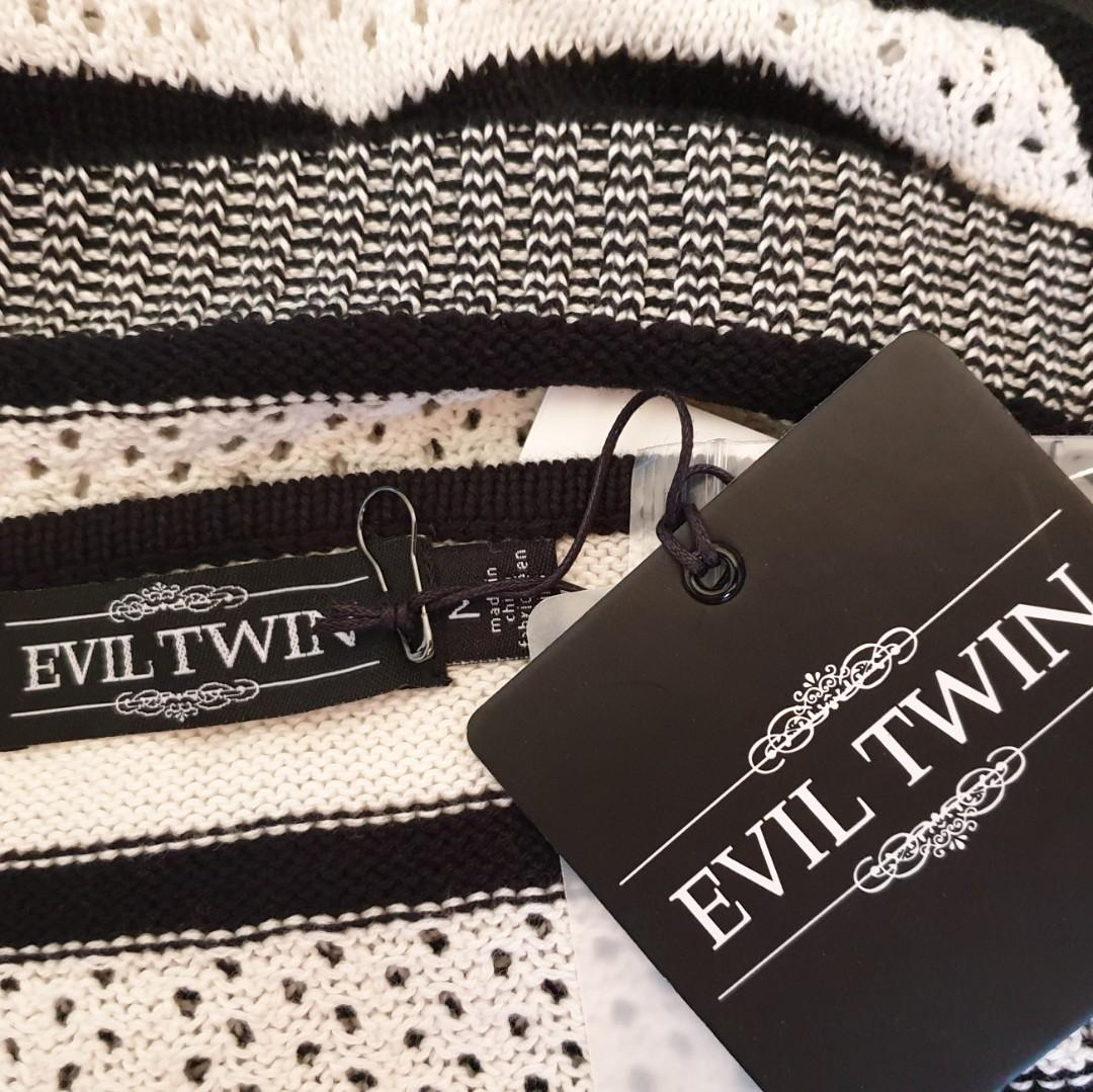 Women's size M 'EVIL TWIN' Gorgeous black and white knit halter top - BNWT