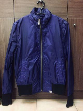 台灣品牌Thurs 防潑水機能外套 隱藏式帽子 藍紫色皮標