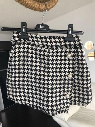 Houndstooth skort with jewel buttons (xs)