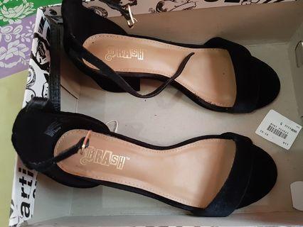 Sepatu Trash- Payless