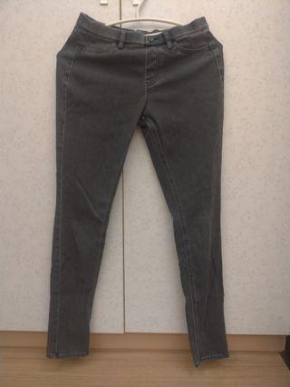 Uniqlo深灰彈性牛仔褲M號