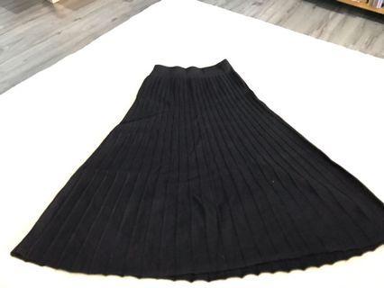 Black Pleated Skirt / thick skirt