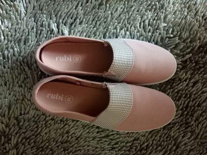 Sepatu Pink Ruby