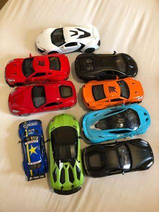 Mainan mobil ukuran sedang