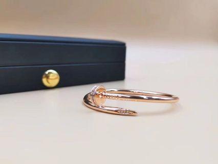 Nail bracelet with diamond