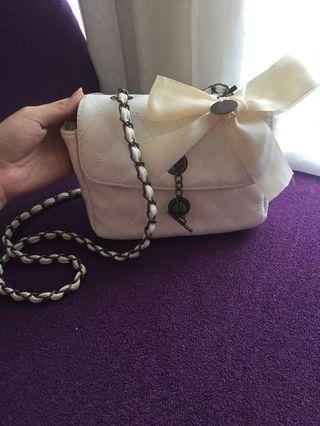 White slingbag