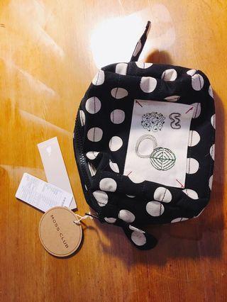 [專櫃moss club][觸覺系]黑底白點棉麻質輕巧攜帶化妝小包