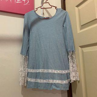 BLUE TOP WITH LACE SLEEVES