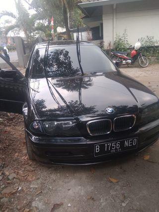 Di jual mobil BMW tipe 318i tahun200