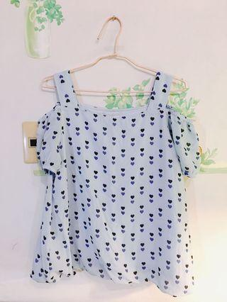 [二折][定價1,980]全新露肩淺藍色愛心上衣