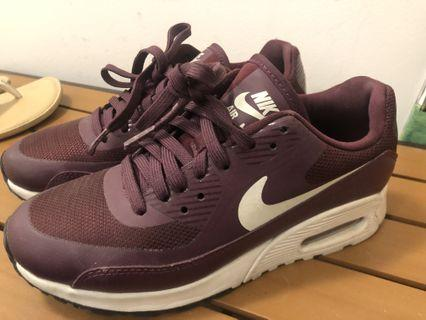 Nike Air Max in royal purple