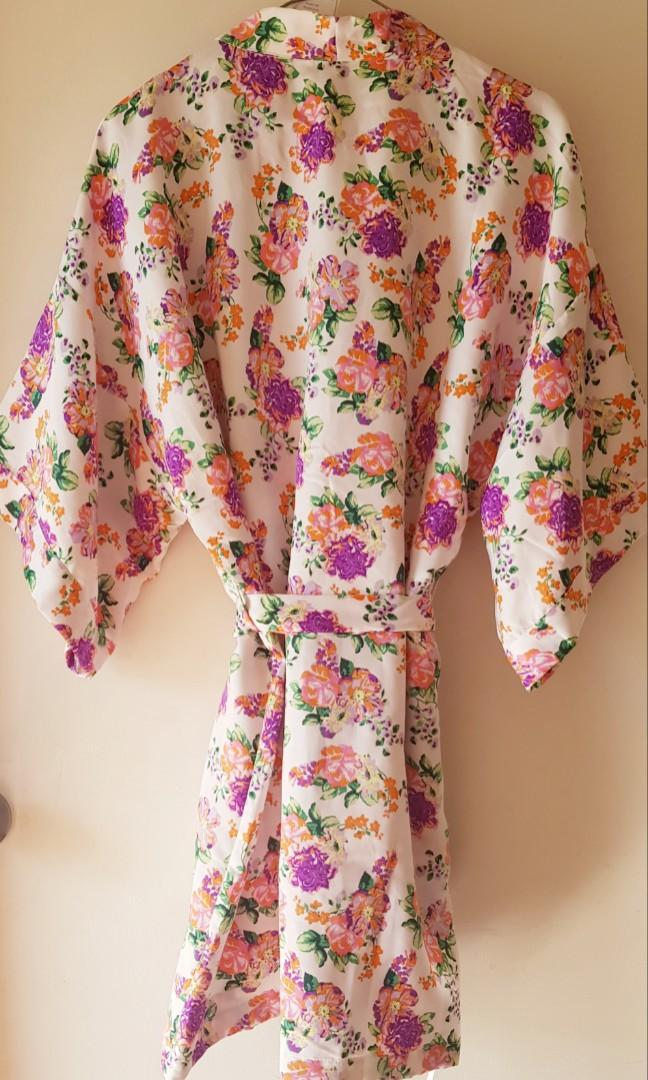 Floral kimona, new with tags. S/M