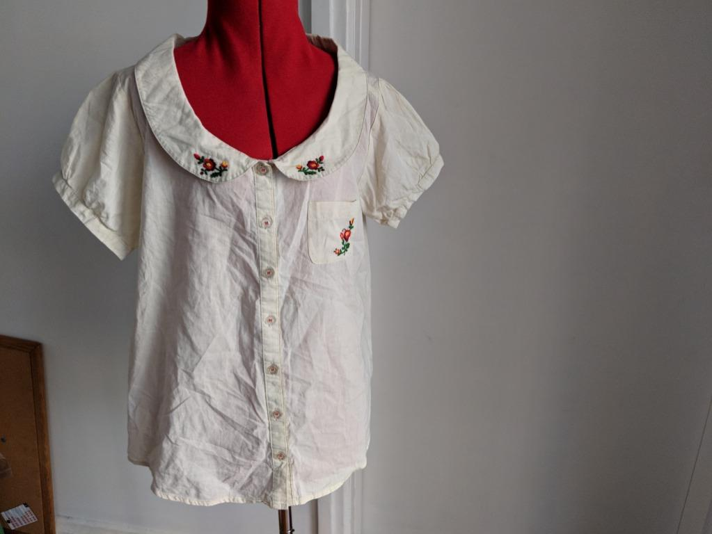 Nice Claup - Peter Pan Beign Button shirt w Flower Embroidery - Free size