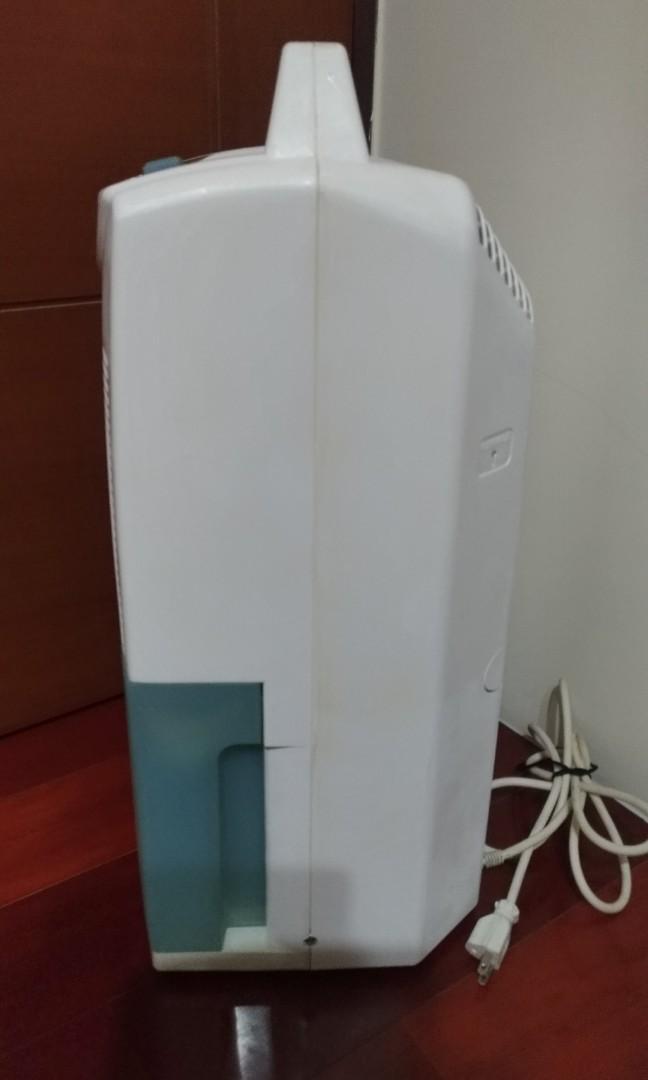 (自有物品)品名:國際Panasonic高效能 F-903NW-B式除濕機『11.2公升/日』