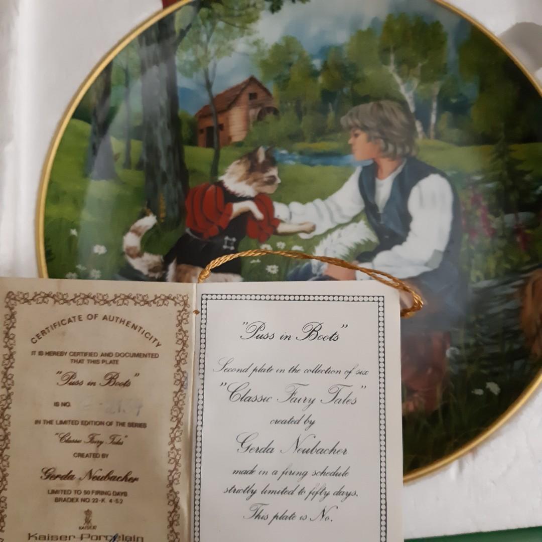 Vintage. Set of 2 Kaiser Porcelain Plates with Holders