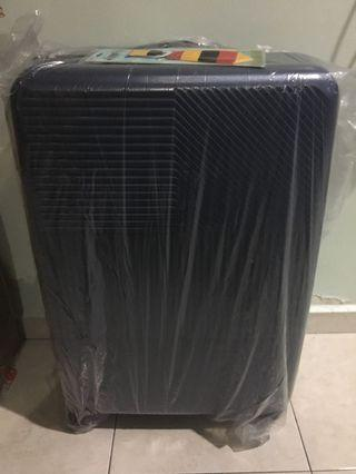 "Universal traveler luggage 28"" #Letgo50"