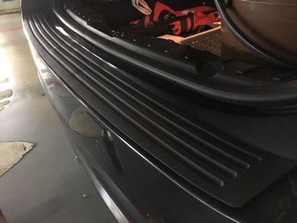 Universal boot rubber guard with install